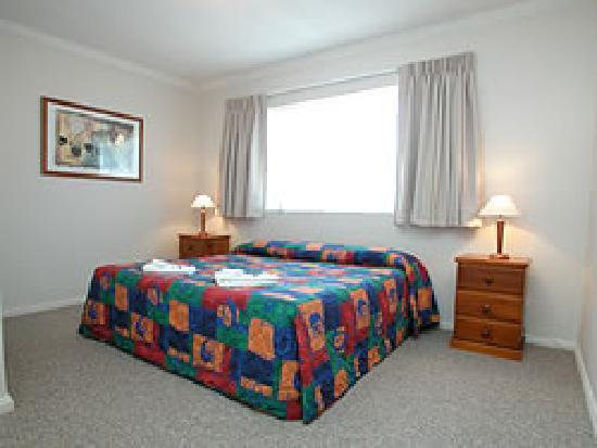 Waldorf Apartments North Parramatta: Master Bedroom