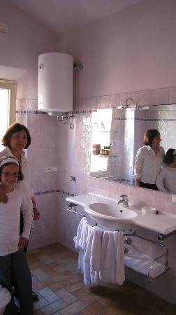 Casa Aurora : Belle salle de bain