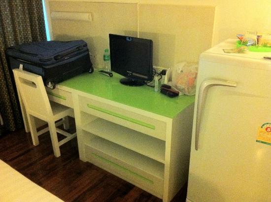 The Inn Saladaeng: Small TV, fridge and bigger desk