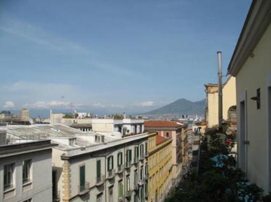 B&B Attico Partenopeo: Right view from balcony with Vesuvius
