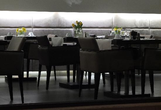 O&B Athens Boutique Hotel: Frühstücksraum & Restaurant