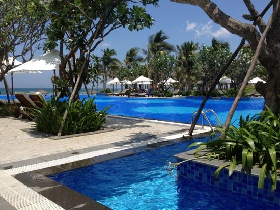 Vinpearl Da Nang Resort & Villas: one of the pools looks out over the ocean