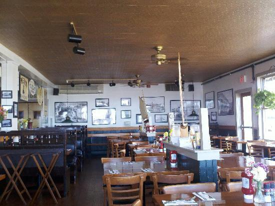 Mohegan Cafe & Brewery: The Dining Room (First Ones for Lunch!)