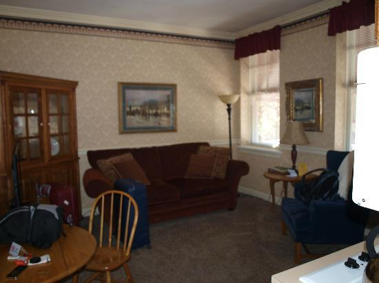 James Gettys Hotel: The living room