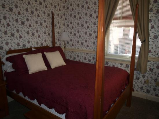James Gettys Hotel: The bedroom