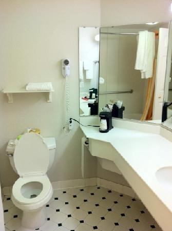 La Quinta Inn & Suites Fort Worth Southwest: the bathroom 2