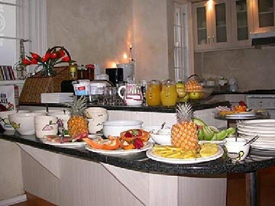 Guesthouse One Belvedere: Breakfast buffet