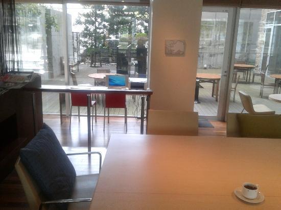 Library Hotel Higashi - Nibancho: Free PC access