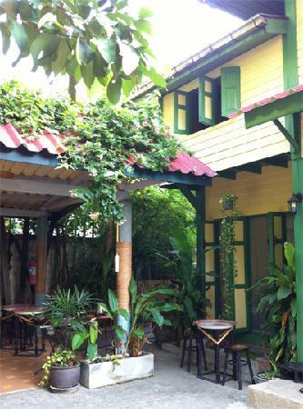 Baan Tepa: Small garden