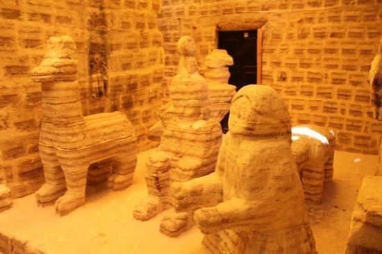 Hotel Playa Blanca: 部屋の前に塩の彫刻、これを見に観光客が来る