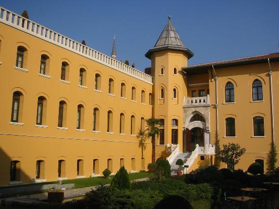 Four Seasons Hotel Istanbul at Sultanahmet: jardin intérieur de l'hôtel