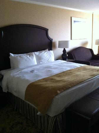InterContinental Kansas City at the Plaza: King bed room