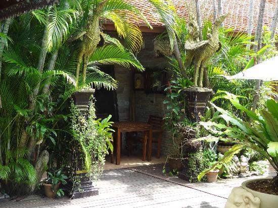 Le Prive Pattaya: l'entrée d'un bungalow