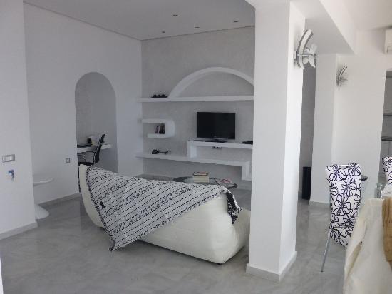 Anastasis Apartments: salon