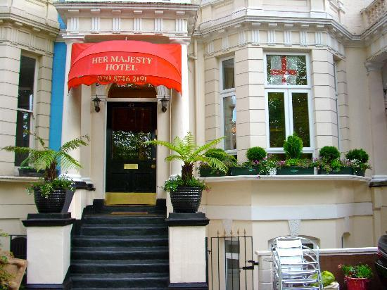 Her Majesty Hotel: H.M.H.