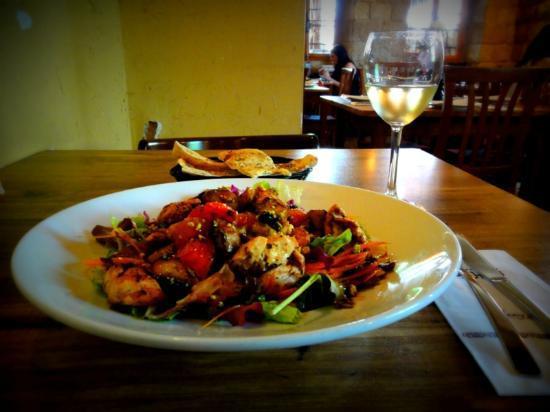 Tishreen : salad and wine
