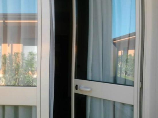 Palacavicchi Hotel: La porta per uscire sul giardino...