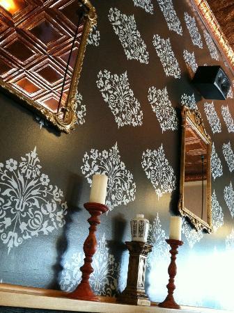 Phinney Market Pub & Eatery: The decor of Phinney's Market