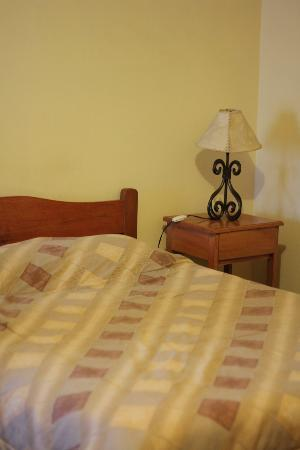 Hospedaje Turistico Recoleta: double bed with thick warm blankets