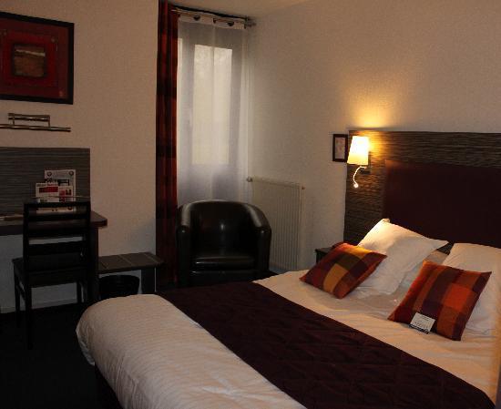 chambre lit king size. Black Bedroom Furniture Sets. Home Design Ideas