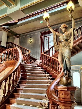 Vidago, Portugal : Escadas que são acesso a pisos superiores