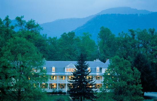 Balsam Mountain Inn & Restaurant: The Balsam Mountain Inn is set at 3,400 ft., just off the Blue Ridge Parkway