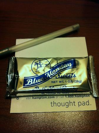 Hampton Inn Winchester: Delicious Blue Monday candy bar left on night table in room