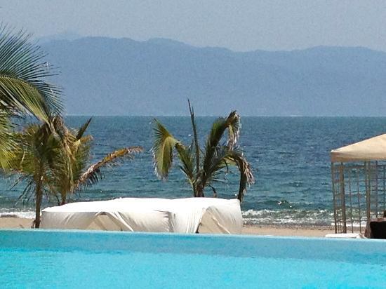 Casa Velas: The infinity pool at the beach club.