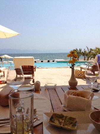 Casa Velas: Eating lunch at the beach club.