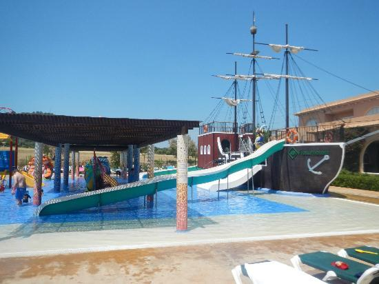 Protur Bonaire Aparthotel: The kids splash pool.