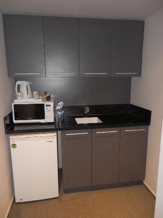 35 Rooms: Kitchenette