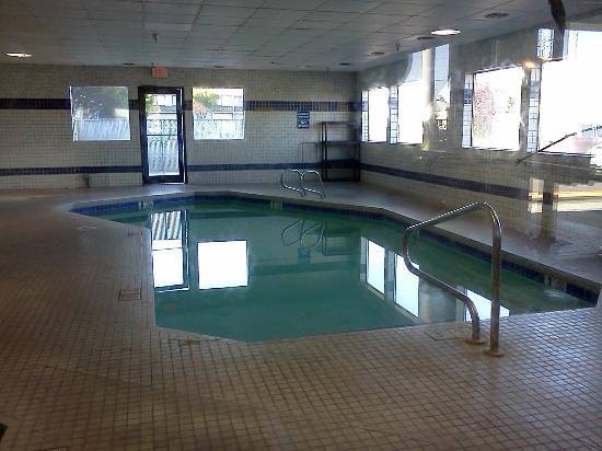 Surestay Plus Hotel By Best Western Moses Lake : Small indoor pool provides fun for little ones, but not for my teenagers.