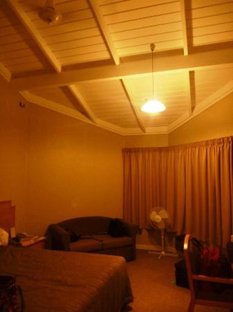Copthorne Hotel & Resort Bay of Islands: This room was extremely hot with no air con, only fans