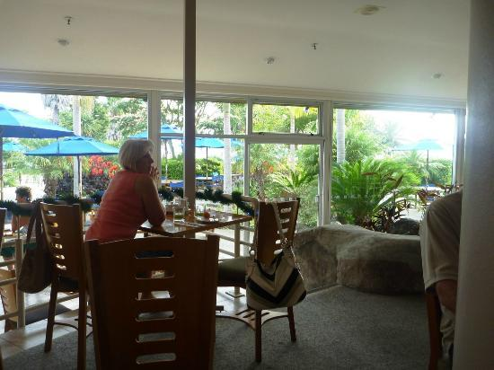 Copthorne Hotel & Resort Bay of Islands: dining room with great views out the windows
