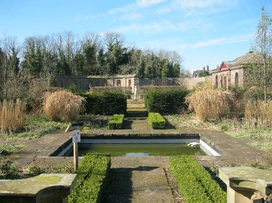 Italian gardens in haggerston picture of haggerston for Castle haven cabins