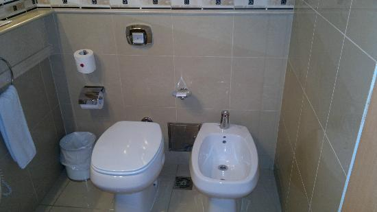 Maran Suites & Towers: Baño