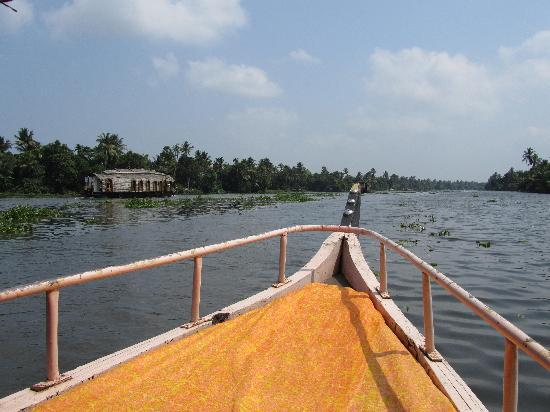 Our Land Island Backwater Resort: Take the little boat ride