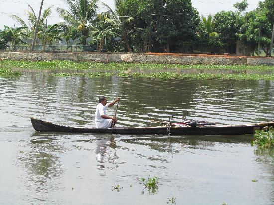 Our Land Island Backwater Resort: daily life just floats by