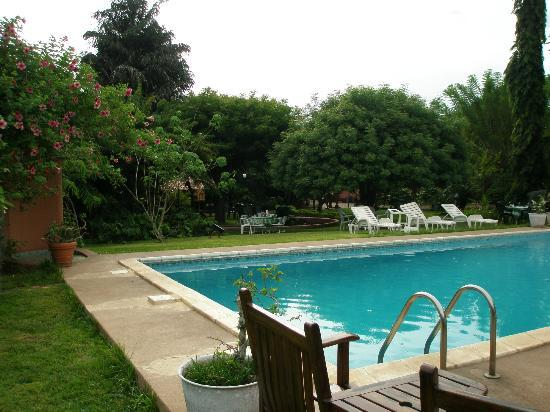 Hotel Mon Afrik: View of the ground with swimming pool