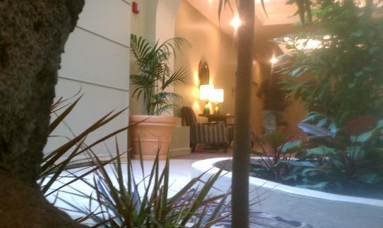 Embassy Suites by Hilton Charlotte: part of lobby