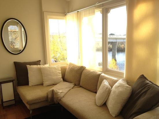 Woodbridge on the Derwent: Three bridges suite sunroom