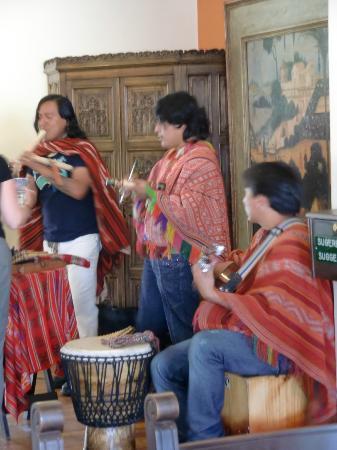 Hotel Jose Antonio Cusco: Folkloregruppe im Speisesaal