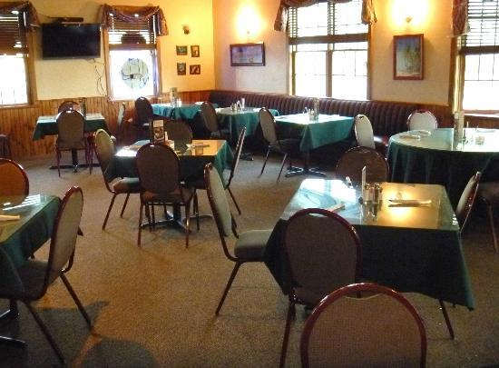 Leandro's Restaurant & Sports Bar: dining area