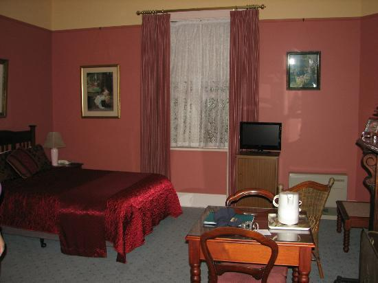 Glen Osborne House: Large rooms, beautifully furnished