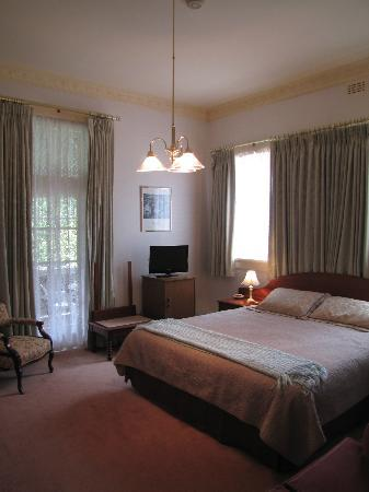 Glen Osborne House: This room has a spa in the bathroom. Its on the front of the house direct access to balcony.