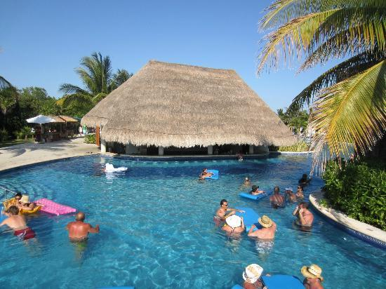 Valentin Imperial Riviera Maya: One Of The Two Swim Up Bars