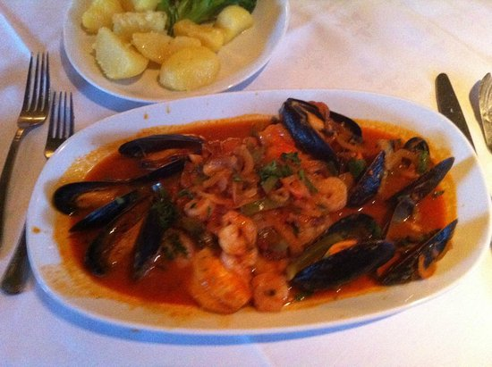 Ciao Bella Senhora : Fillet of sole with mussels and sauteed vegetables.