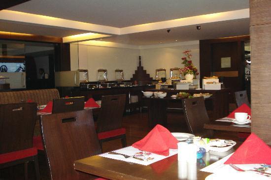 Royal Orchid Golden Suites: Restaurant