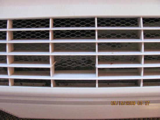 Quality Suites: HVAC grill damaged