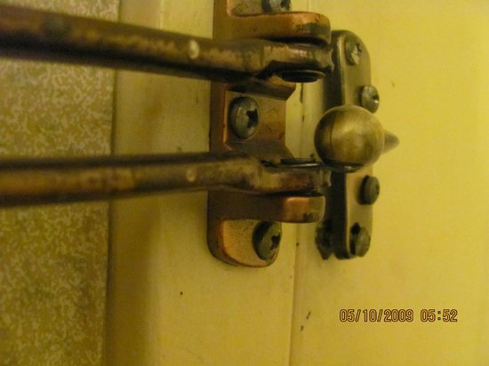 Rodeway Inn Valdosta: Room 108: Damaged security lock
